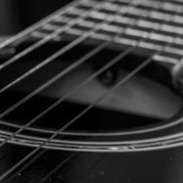 acoustic guitar H